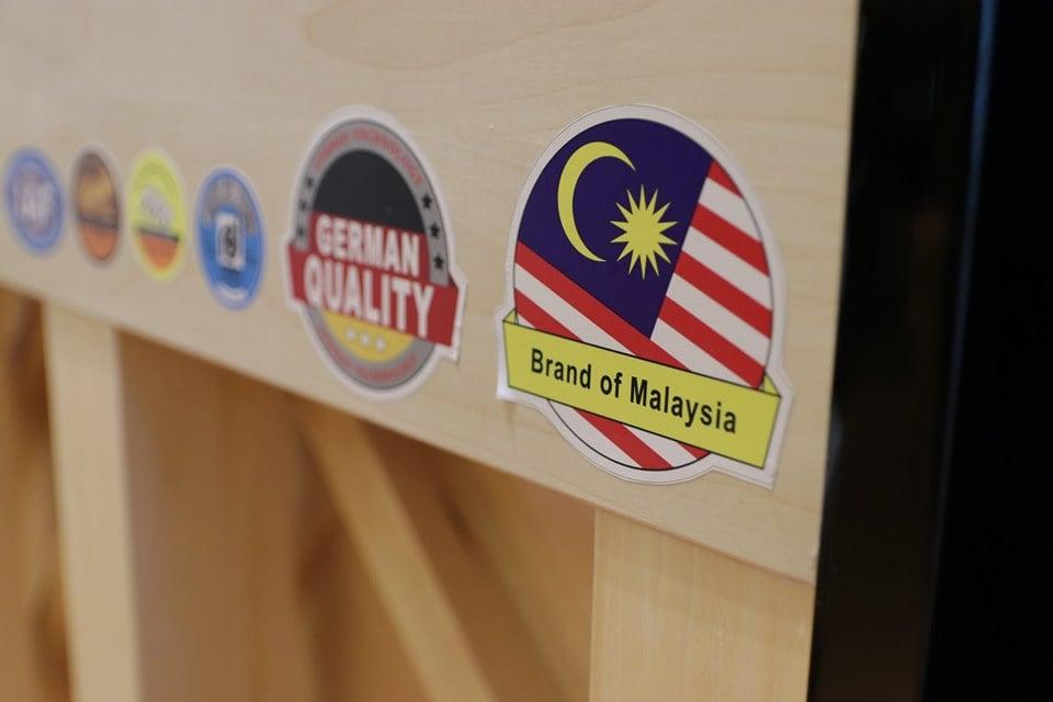OSLIN 是马来西亚国产钢琴,联合德国及日本造琴技术制造出来的
