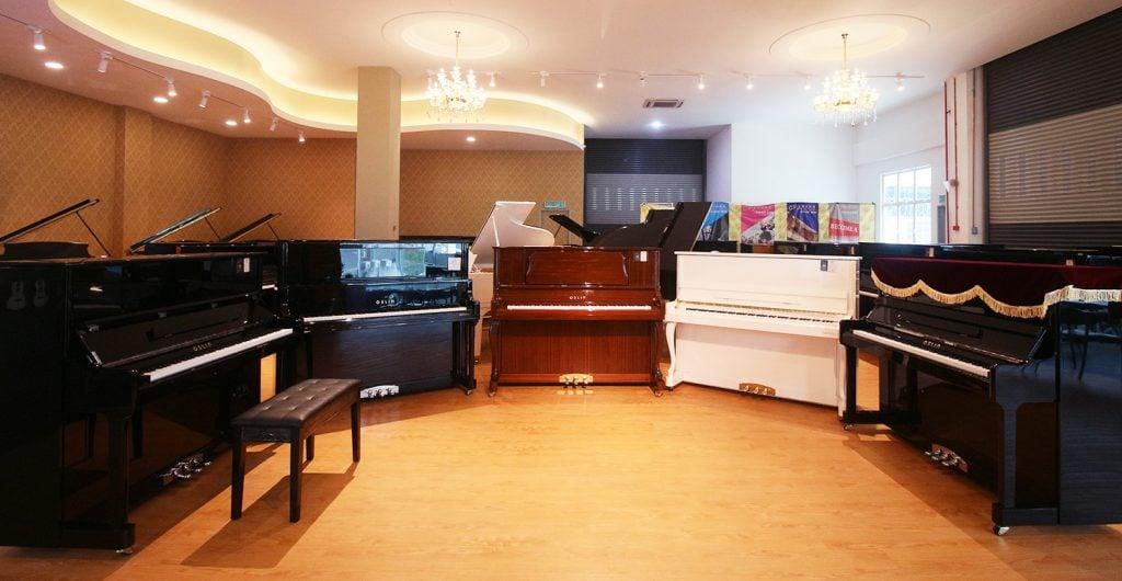 Oslin piano at omgloh.com